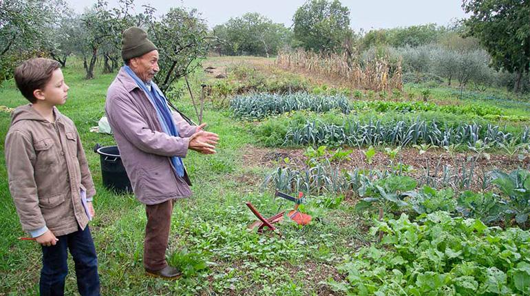 """Pierre Rabhi explique aux enfants comment prendre soin de la terre dans """"Images Doc"""""""