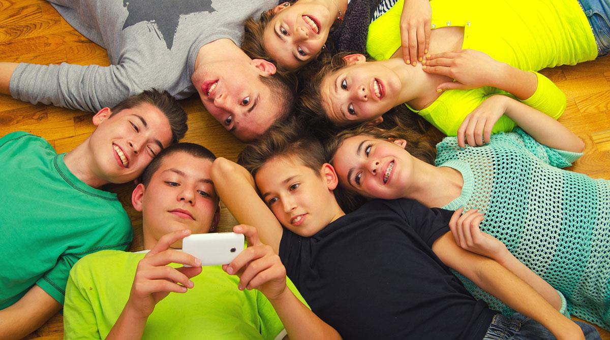 Ados : quelles images partagent-ils sur les réseaux sociaux ? Texte : Lucie de la Héronnière. Photo : Thinkstock