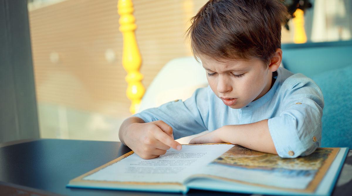 """""""Question de parents : Comment repérer des problèmes de lecture ?"""", Mes premiers J'aime lire, n°206, octobre 2019 - © Nelli Parhomenko/stock.adobe.com"""