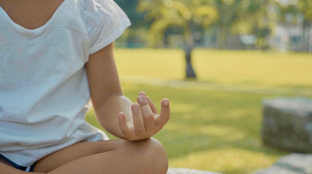 Pause yoga pour les enfants à partir de 4 ans.