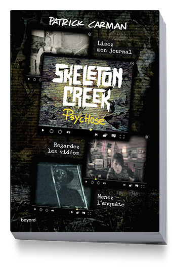 """Coincé chez lui, Ryan essaie de percer le sinistre secret de sa ville, Skeleton Creek, grâce aux vidéos filmées et postées sur un site web par son amie Sarah… Si votre ado aime se faire peur et les formats de lecture originaux (vidéo, web et roman), alors """"Skeleton Creek"""" de Patrice Carman lui plaira à coup sûr !"""