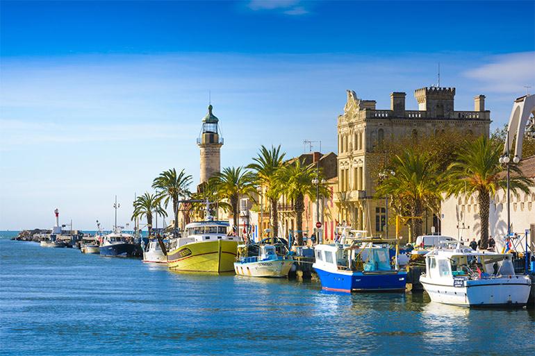 © AdobeStock. Le Grau-du-Roi, sa ville et son port.
