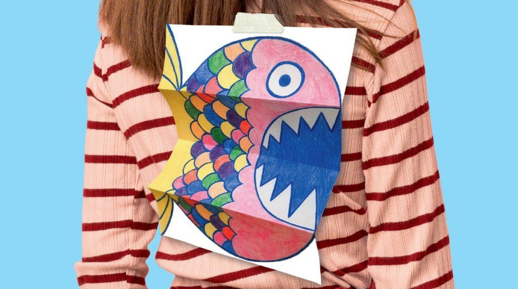 """""""Fabrique ton poisson farceur"""", Mes premiers J'aime lire n°224, avril 2021. Réalisation : Julie Saulet. Texte : Astrid Jarry. Photo : Adobe Stock."""