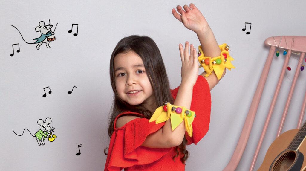 Photo : Isabelle Franciosa. Illustrations : Isabelle Assémat. Bracelets à grelots